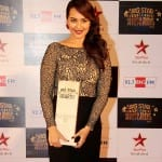 Sonakshi Sinha wins her first award for Lootera!