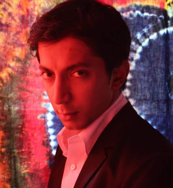 Why did Shahrukh kick Anshuman Jha out of his room?