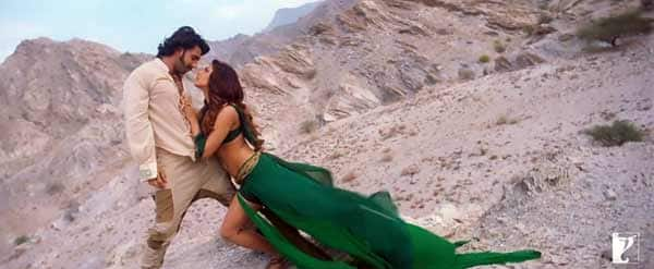Gunday song Jiya: Sexy Priyanka Chopra seduces Ranveer Singh!