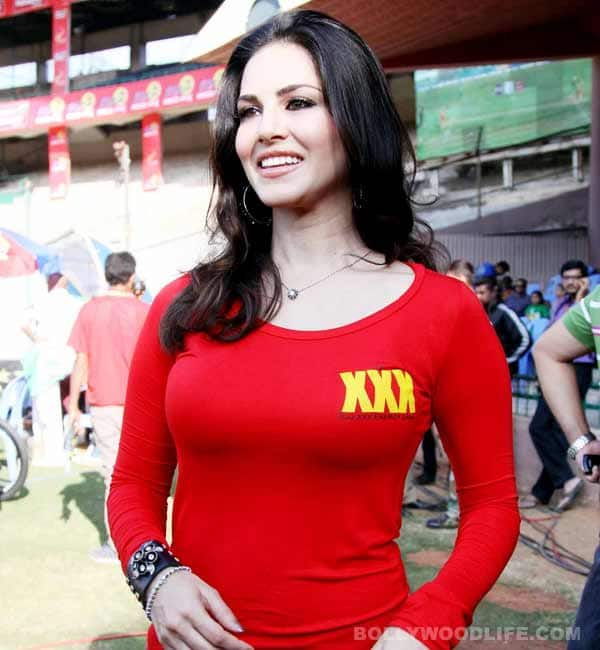 Sunny Leone promotes XXX at Celebrity Cricket League!