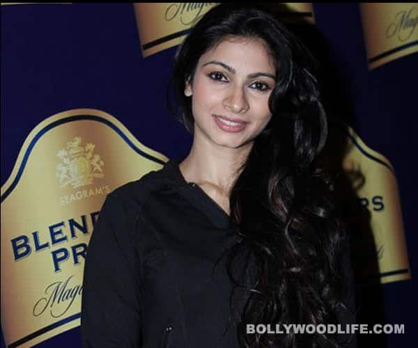 Who stole Tanishaa Mukherji's luggage?