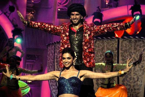 14th Zee Cine Awards: Deepika Padukone and Ranveer Singh sizzle together!