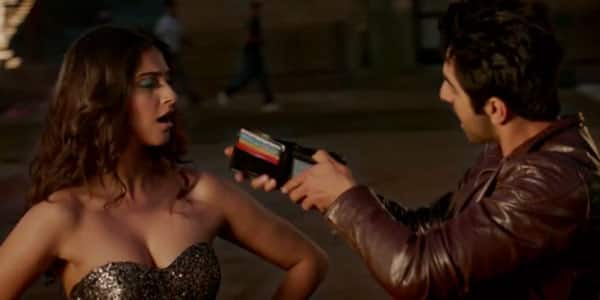 Bewakoofiyaan song Khamakhaan: Ayushmann Khurrana and Sonam Kapoor indulge in some masti!
