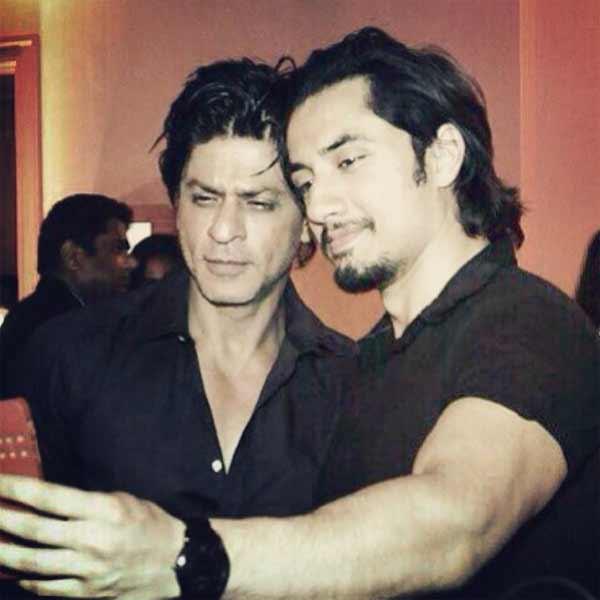 Shahrukh Khan and Ali Zafar's selfie moment! - Bollywood ... Ali Zafar And Aamir Khan