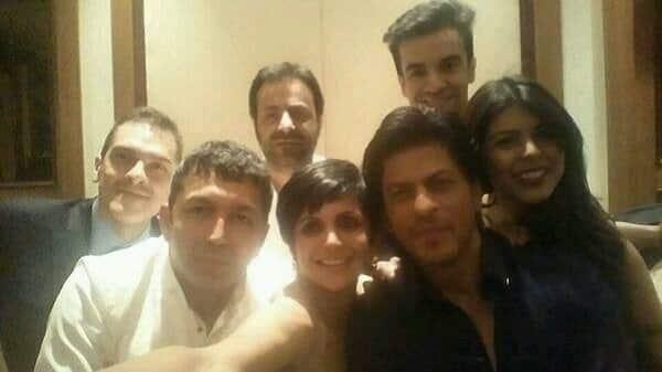 Shahrukh Khan copies Ellen DeGeneres selfie – View pic!