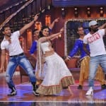 Mouni Roy dances with Terence Lewis, Remo D'Souza on Comedy Nights with Kapil's Holi special - View pics!