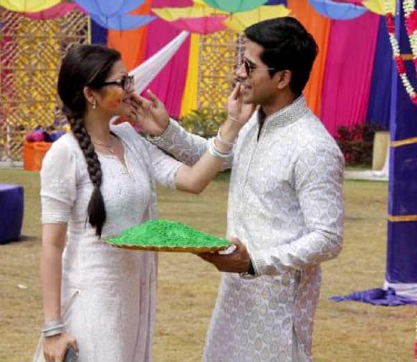 2.Noutati media - Pagina 39 Drashti-dhami-and-gunjan-uttreja-at-colors-holi-party1