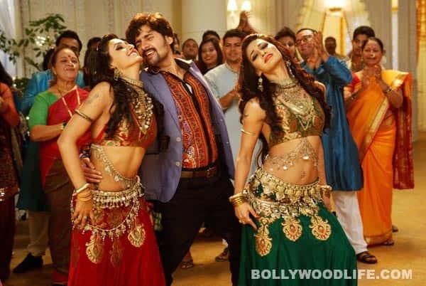 After Choli ke peeche, Subhash Ghai comes up with Kambal ke neeche for Kaanchi - Watch video!