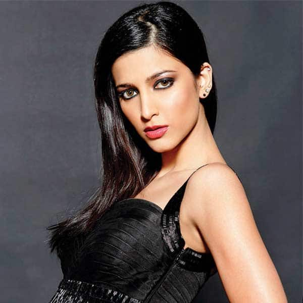 After Kangana Ranaut, Shruti Hassan agrees to play mommy!