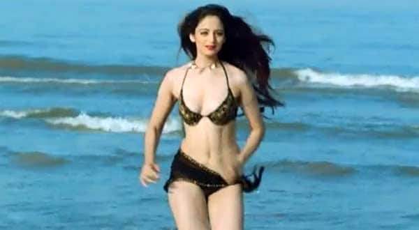 After Sunny Leone actor Zoya Afroz lands in trouble for showing cleavage!