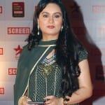 What is Padmini Kolhapure doing in Poonam Dhillon's Ekk Nayi Pehchaan?