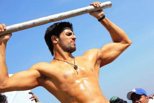 Sidharth Malhotra bares his hot bod for his villainous avatar – watch video!