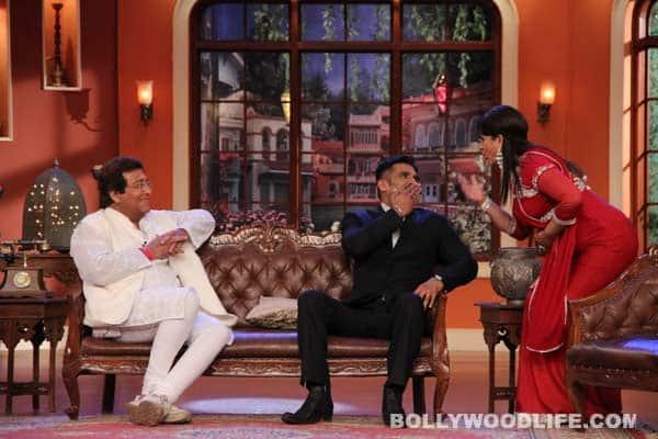 Comedy Nights with Kapil: Suniel Shetty gives Buaji a kiss – View pics!