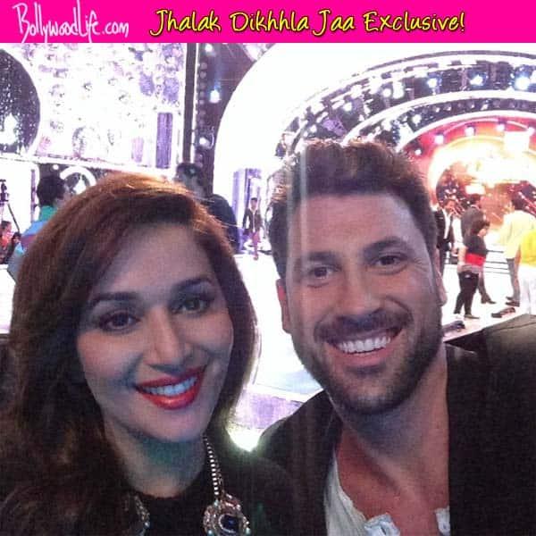 Jhalak Dikhhla Jaa 7: Maksim Chmerkovskiy poses for a selfie with Madhuri DixitNene