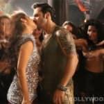 Saturday Saturday song making: Alia Bhatt plants a surprise kiss on Varun Dhawan's lips!