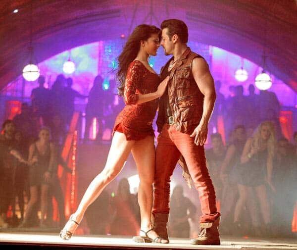 Kick Jumme ki raat first look: Sexy Jacqueline Fernandez mesmerises SalmanKhan