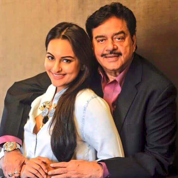 Sonakshi Sinha wells up while giving her father the Lifetime Achievement Award