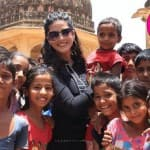 Sunny Leone spends time with street kids!