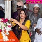 Vidya Balan prays at a dargah for Bobby Jasoos's success- View pics!