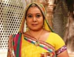Who's the new guest on the sets of Diya Aur Baati Hum?