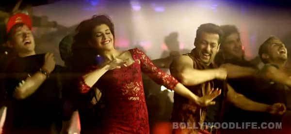 Salman Khan fans go crazy while watching Kick at Chandan Cinema – Watch video!