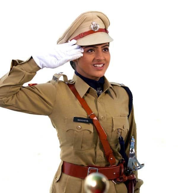 Deepika Singh aka Sandhya takes her driver through traffic rules and regulations