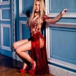 Shakira crosses 100 million likes on Facebook, creates a new record!