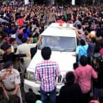 Amitabh Bachchan gets mobbed-view pic!