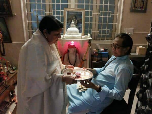 Lata Mangeshkar celebrates Raksha Bandhan with brother