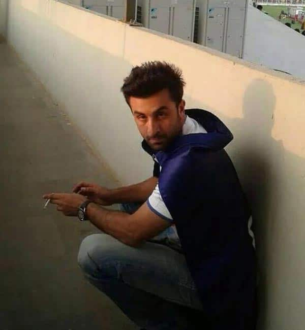 OMG: Ranbir Kapoor caught smoking during ISL!