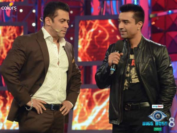 Bigg Boss 8 Highlights: Salman Khan tries to talk in Tamil with Vikram and welcomes Ajaz Khan's back on the show