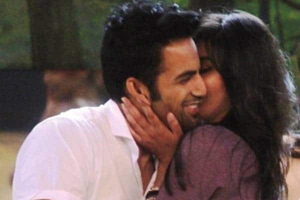 Lisa-Haydon-Makes-Sonali-Raut-Kiss-Upen-Patel-On-Bigg-Boss-8