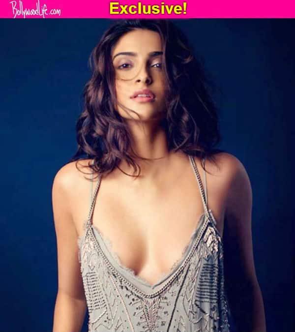 Sonam Kapoor: Anushka Sharma should win awards for her performance in PK!