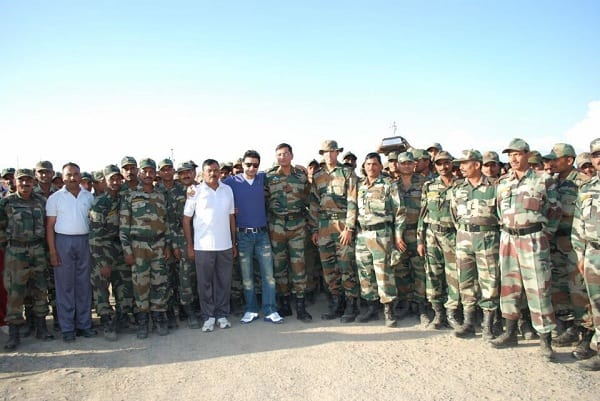 Rahul Bhat takes time off Fitoor shoot, spends a day with the jawans in Kashmir
