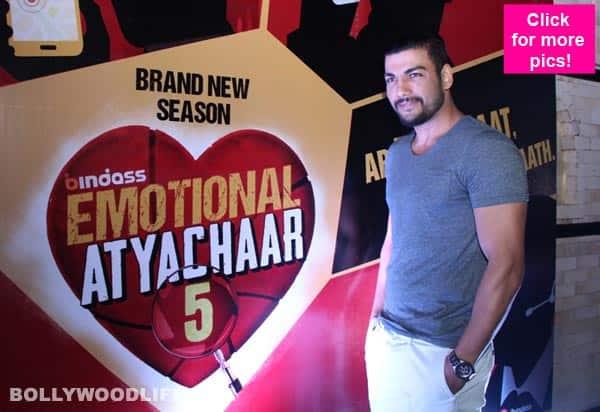 Teaser-Pravesh-Rana-at-the-launch-of-bindass-Emotional-Atyachaar-Season-5-(3)
