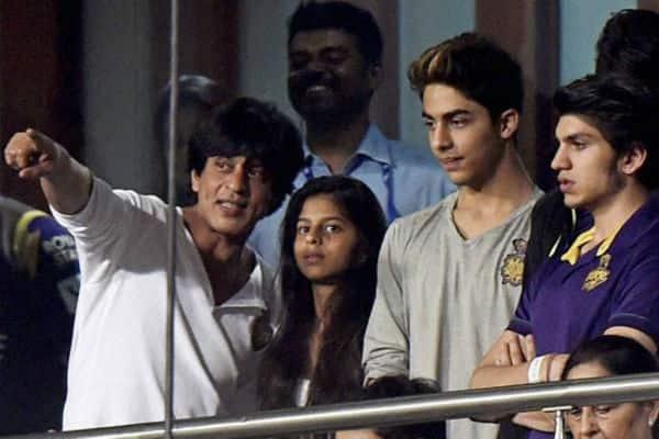 Shah Rukh Khan is having a gala time in Kolkata!