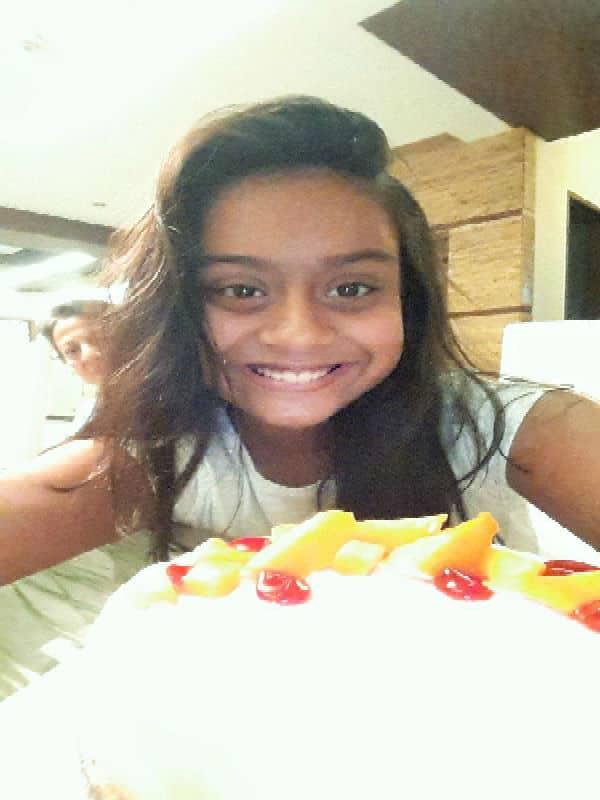 This birthday selfie of Kajol- Ajay Devgn's daughter Nysa is cute as hell!