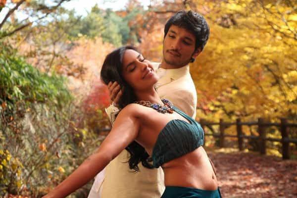 Priya-Anand-Navel-Show-in-Vai-Raja-Vai-Movie-Stills-3