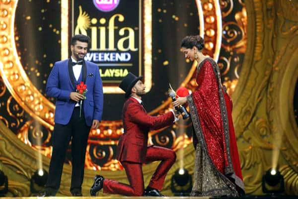 Ranveer Singh's indecent proposal to Deepika Padukone on IIFA 2015 stage – watch video!