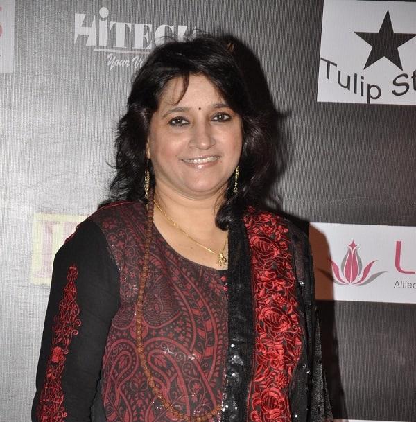 Alia Bhatt, Shraddha Kapoor should stick to what they do best, says singer Kavita Seth!