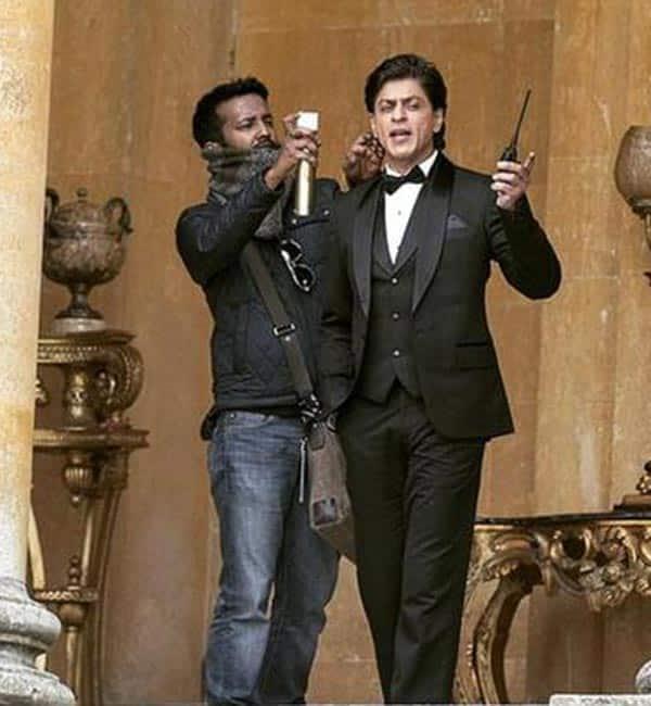 Shahrukh-KHan-on-hte-sets-of-fan-3