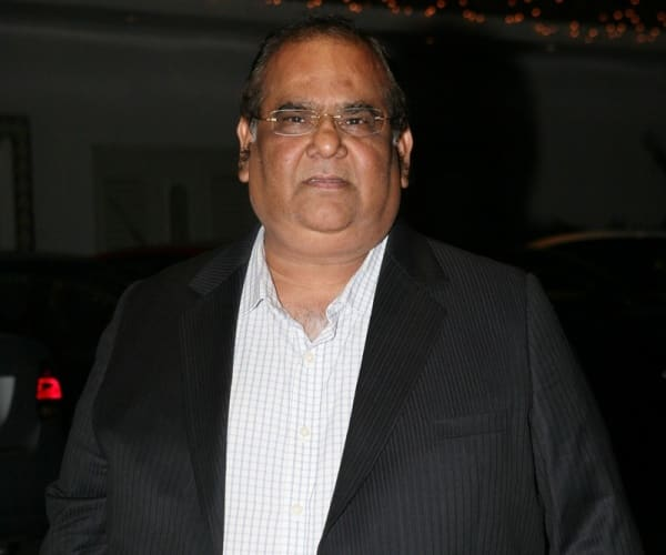 Satish Kaushik adds fuel to the FTII controversy!