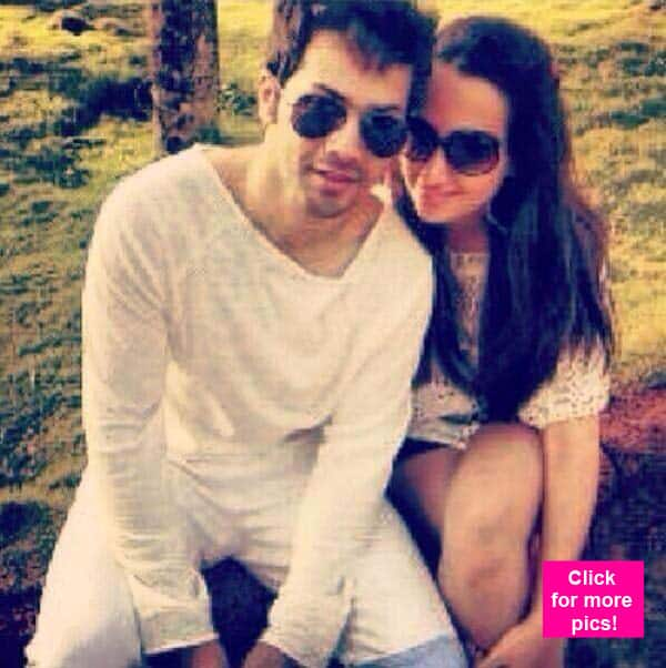 Check out this LEAKED picture of Varun Dhawan holidaying with his girlfriend Natasha Dalal!