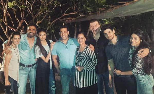 Check out Salman Khan's adorable pic with Sooraj Pancholi and Athiya Shetty's family!