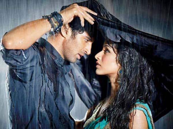 23-1437644098-aditya-roy-kapoor-shraddha-kapoor-romance