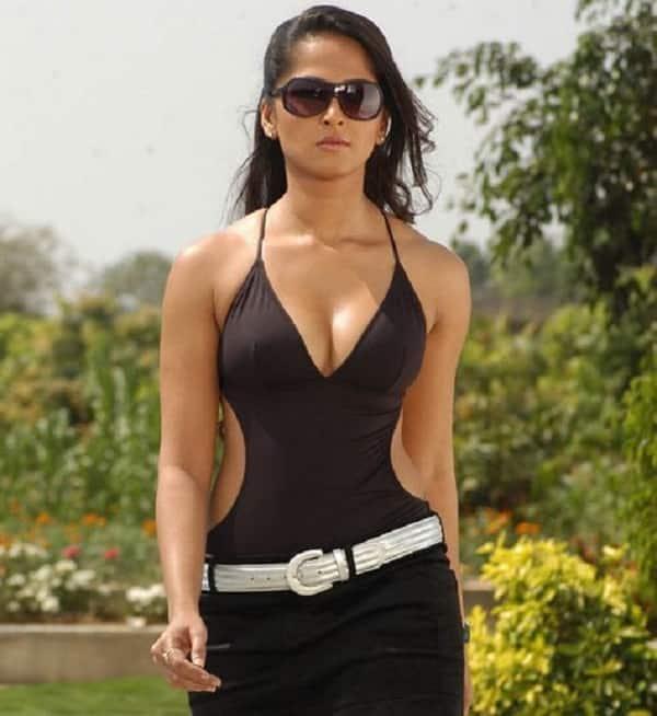Anushka bikini photos in billa