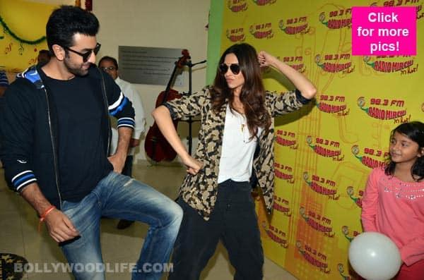 Ranbir Kapoor and Deepika Padukone get GROOVY promoting Tamasha at a radio station – view pics!