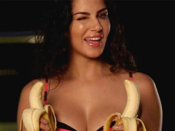 Sunny Leone says, 'Apne Kele rakhen in theley'!