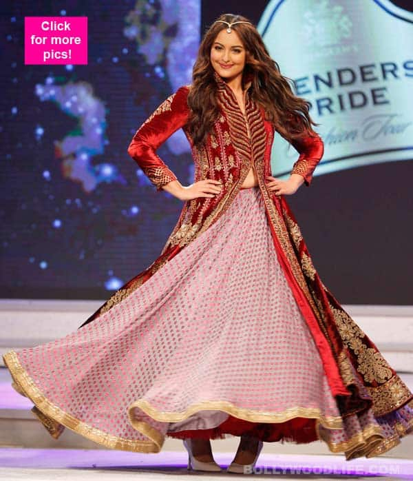 Sonakshi Sinha's SIZZLES in ethnic avatar at Blender's Pride Fashion show 2015 – view HQ pics!
