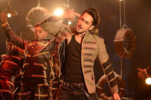 Bigg Boss 9 finale: Rishabh Sinha's medley act looks extremely MACHO – view pics!